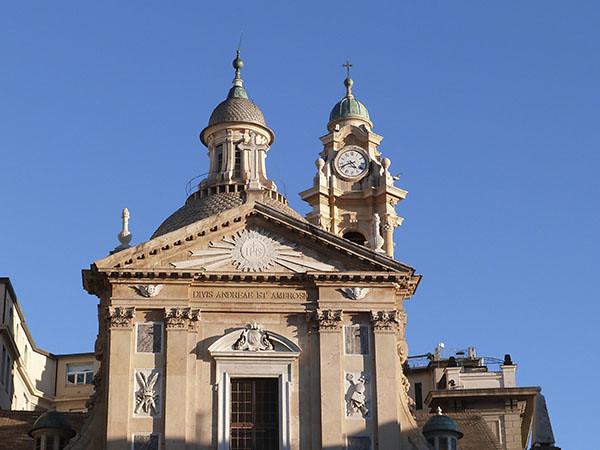 fronton de l'église du gesu