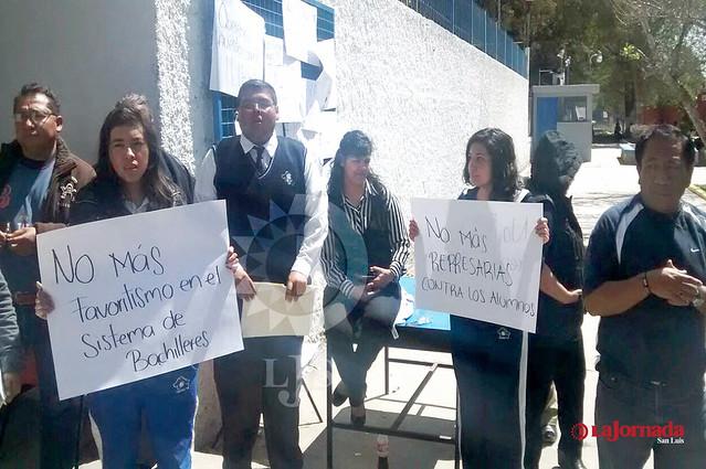 Padres de Familia del Cobach 19, bloquean acceso al plantel
