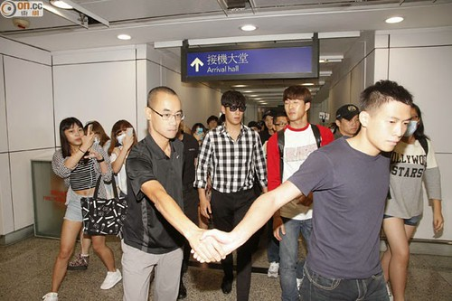 TOP-HongKongAirport-26sep2014-Press-On.Cc-05