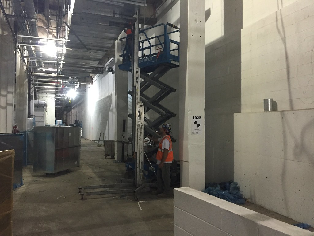 CM014B - Install Ductwork Along East Service Corridor (08-26-2016)