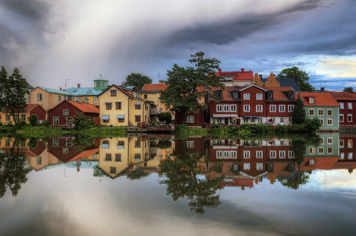trees houses sky lake grass clouds fence reflections landscape chairs sweden furniture veranda tables gamlastan ripples sverige oldtown hdr eskilstuna antennas waterscape eskilstunaån
