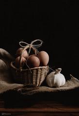 Eggs and garlic Low-Key