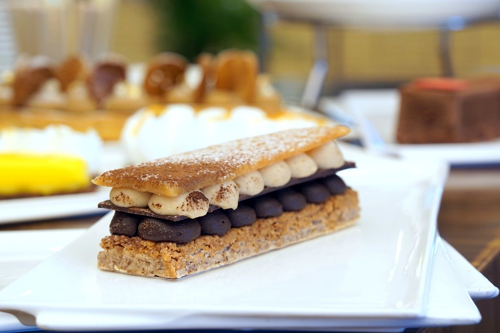 afternoon tea, cakes, macarons - bread lounge GTower hotel-006