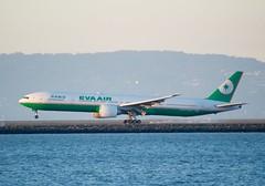 EVA AIR 777 -300 smokey touchdown 28L SFO DSC_0558
