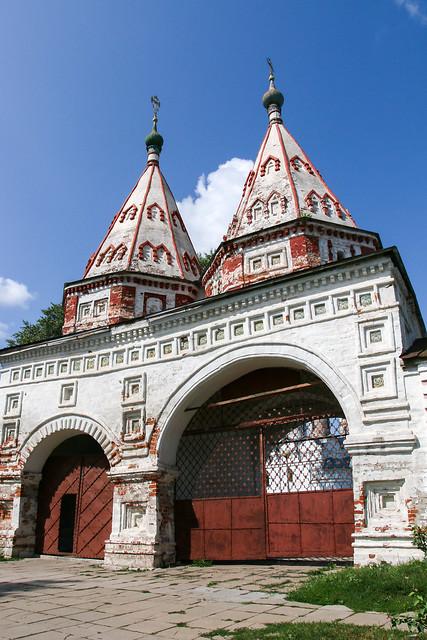 Gate of Monastery of the Deposition (Rizopolozhenskiy) , Suzdal, Russia スズダリ、リザパラジェーンスキー修道院の「聖なる門」