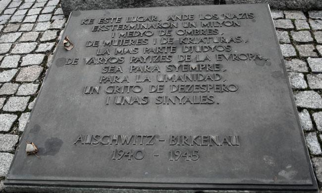 Lápida en ladino. © Paco Bellido, 2008