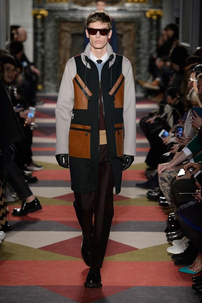 Marc Schulze3097_FW15 Paris Valentino(fashionising.com)