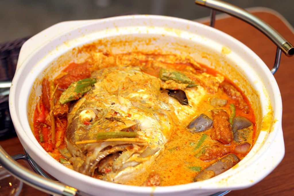 Yu Cun Claypot Curry Fish Head