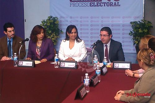 Realiza Sonia Mendoza solicitud de registro ante el Ceepac