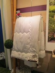 咖啡渣與寶特瓶製成的棉被。圖片來源:梧桐基金會