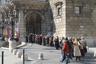 Queue for the opera
