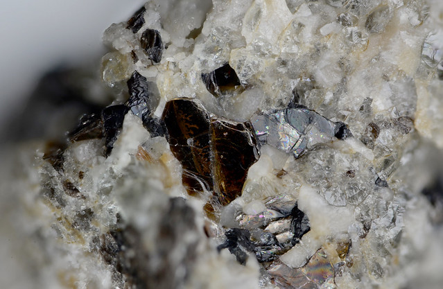 白水雲母 Shirozulite