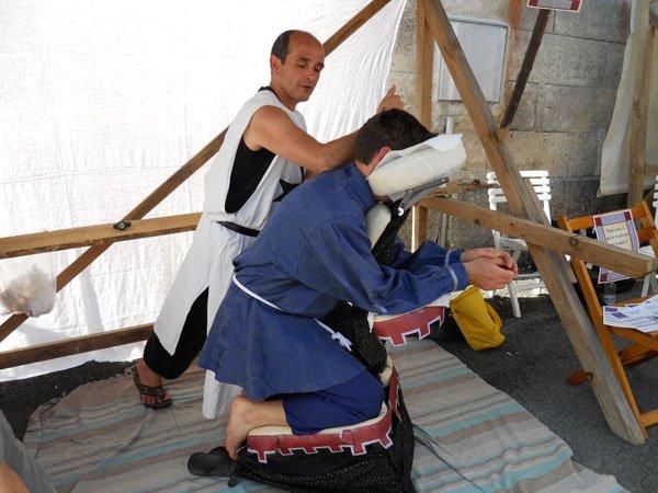 Idea muy original para vender Masaje Amma en un mercadillo medieval, con André Molia