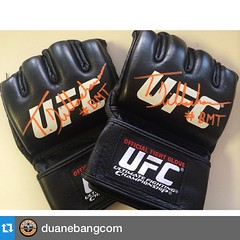 #Repost @duanebangcom with @repostapp.???#InstaSize who wants official @ufc gloves signed by the champ @tjdillashaw #BMT @bangmuaythai #sikeTheirMine