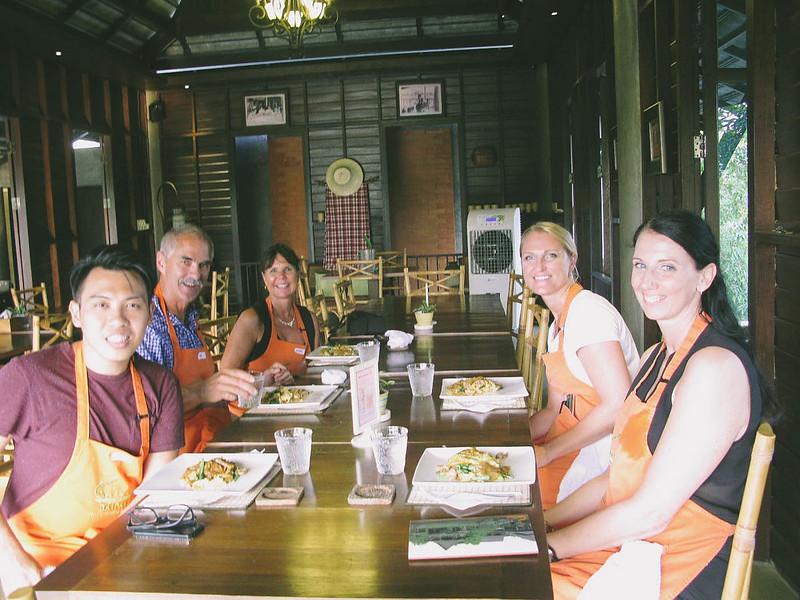 Group Dinner (1)_1400x1050