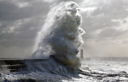 uk light sea sun lighthouse seascape storm wales canon giant eos harbor surf flood harbour britain tide cymru cardiff wave spray seawall caerdydd 5d beams porthcawl voldemort bristolchannel wentloog stevegarrington porthcawllighthouse