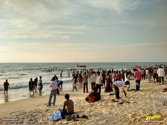 Weekend crowd, boat rides in Panambur Beach, Mangalore, Mangaluru, Dakshina Kannada, Karnataka, India