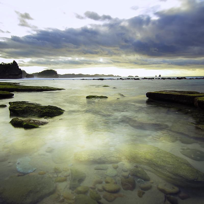 Pantai Goa Cina saat surut