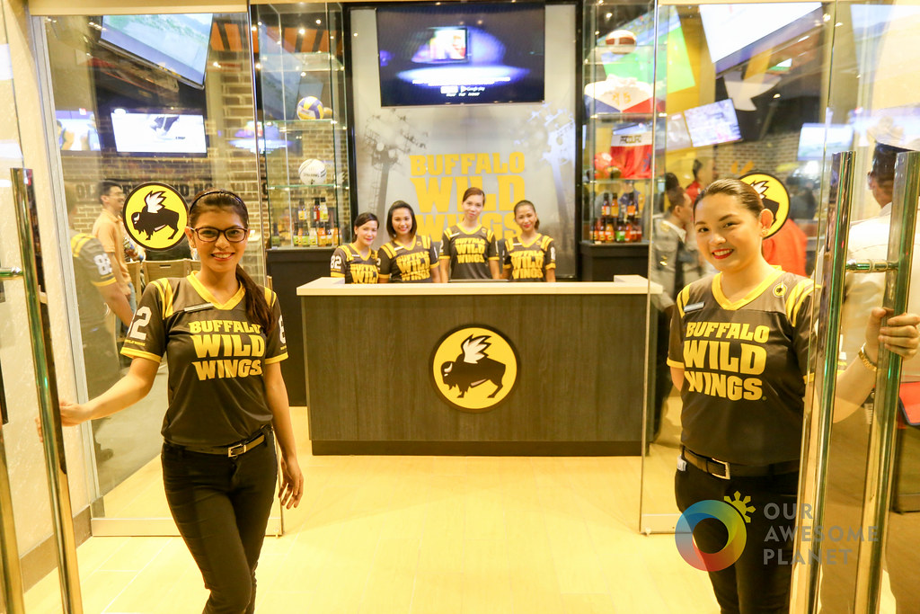 Buffalo Wild Wings Opening-4.jpg