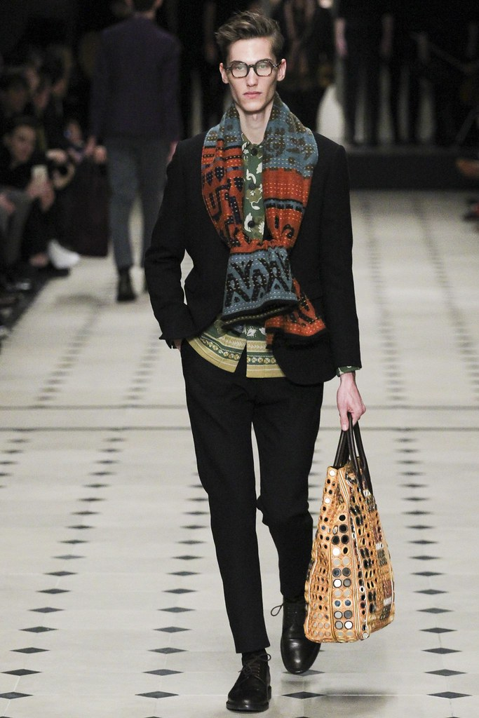 FW15 London Burberry Prorsum015_Kristoffer Hasslevall(VOGUE)