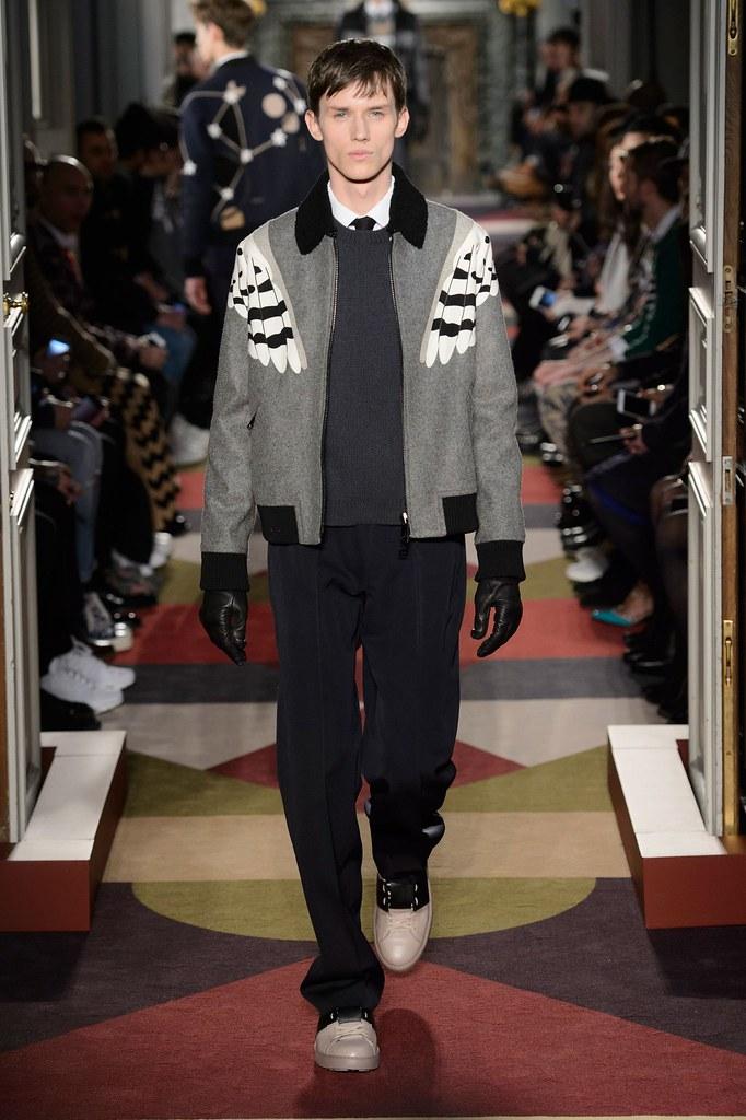 Yulian Antukh(Antuh)3119_FW15 Paris Valentino(fashionising.com)