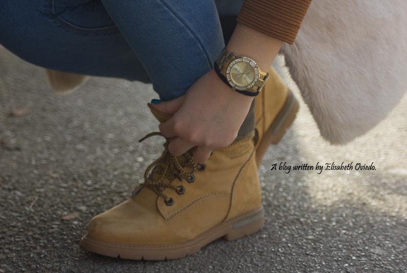 chaleco-de-pelos-blanco-jeans-y-botines-montaña-HEELSANDROSES-(3)
