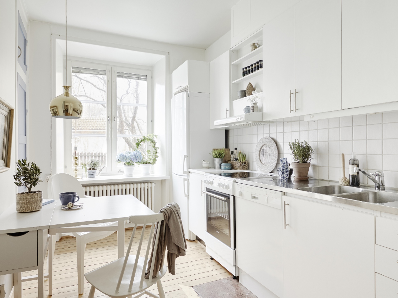 01-white-kitchen