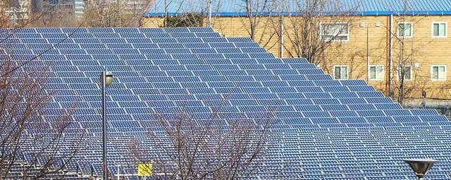 淨水廠上方的太陽能板;攝影:陳文姿
