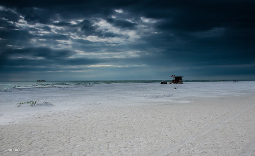 seascape beach landscape florida sarasota lifeguardstation starmandscircle lidobeach coldandquiet nikond7000 afsnikkor18105mm13556g bgdl lightroom5 flickrlounge