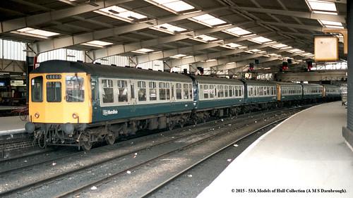train diesel leeds railway passenger britishrail dmu caldervalley metropolitancammell class110 brcw