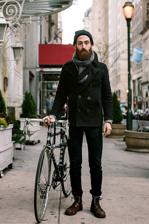 黒ピーコート×黒パンツ×茶ロガーブーツ | メンズファッションスナップ フリーク | 着こなしNo:93626