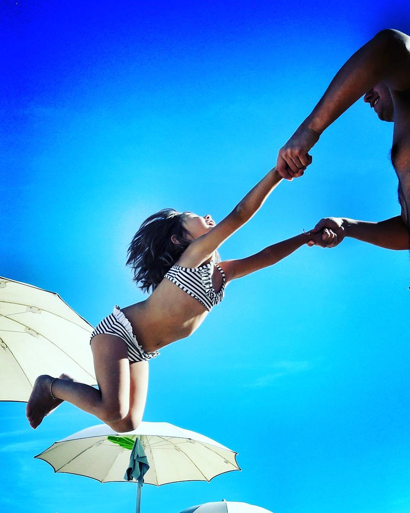 Flying  #play #kids #kid #fun #funtime #summer2016 #Summer #summertime #amazing #fly #babygirl #Margherita #mybabygirl #Beach #Colors #Colorful #blue #sky #Numana #conero #igers #igersitalia #photooftheday #picoftheday #likesforfollow