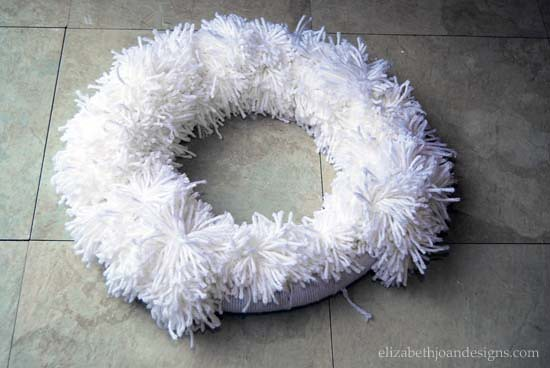 DIY Wreath From Pom Poms