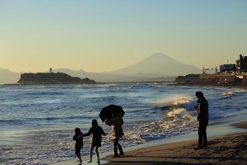 family seascape dusk wave enoshima 家族 富士山 mtfuji 江ノ島 波 稲村ヶ崎 夕暮れ時 シーキャンドル