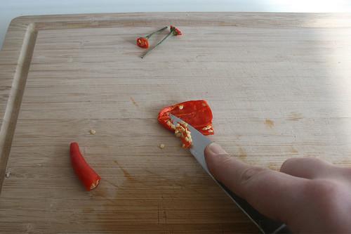 18 - Chilis entkernen / Decore chilis