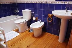 Baño. Apartamentos Tezán
