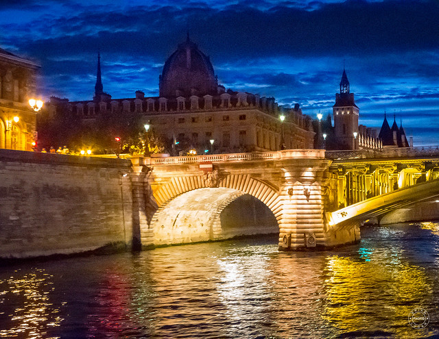 Blue hour on the Seine