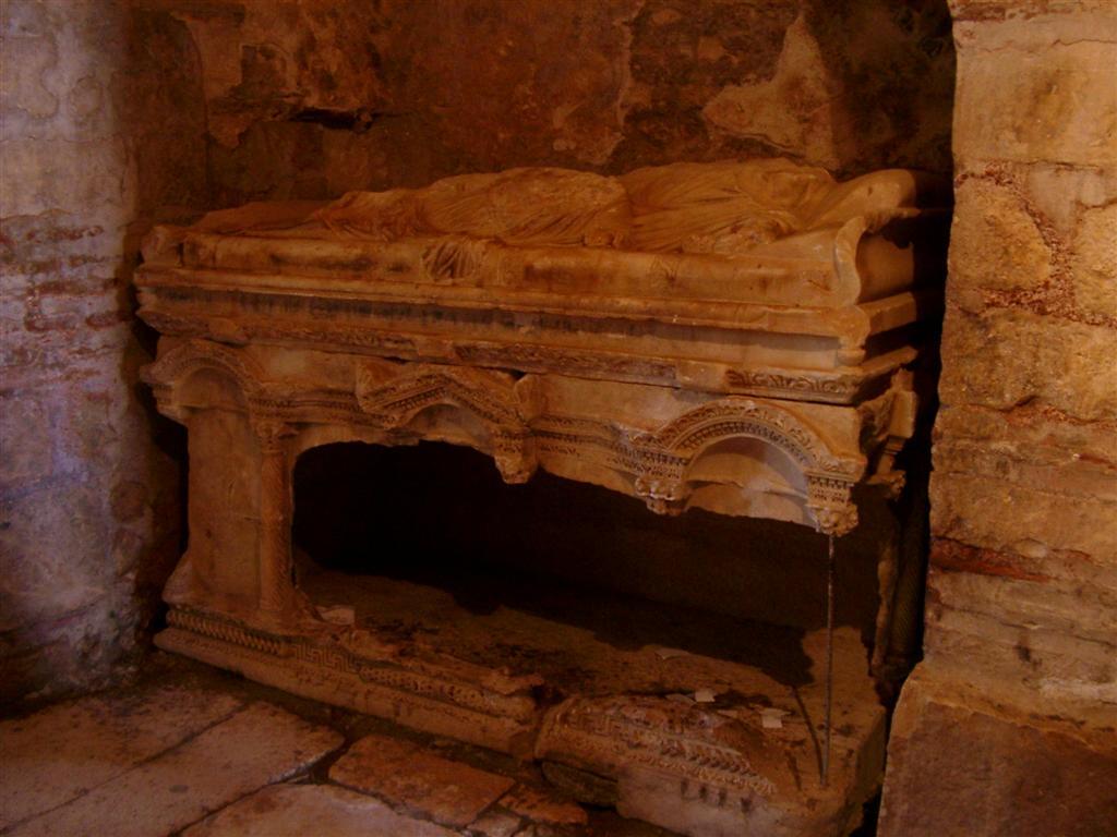 mormantul Sfantului Nicolae