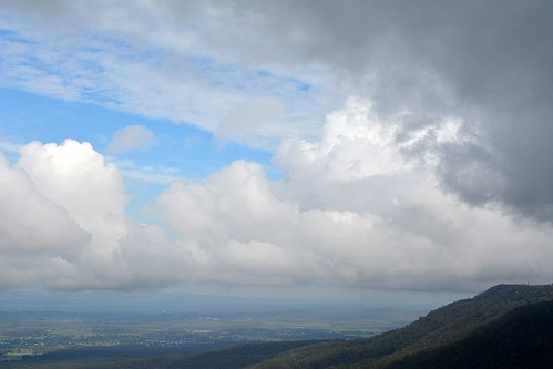 landscape morninglandscape cloudscape cumulus valley mountain tamborinemountain hendersonsknob albertvalley sequeensland queensland australia australianlandscape cloudy clouds mounttamborine