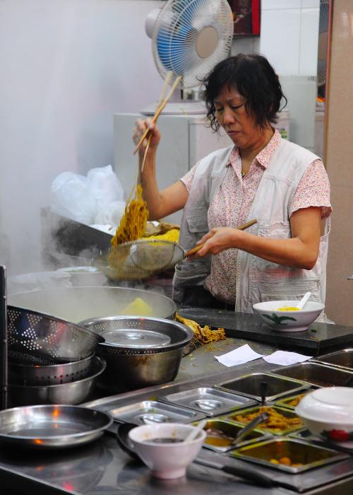 Preparing-Noodles-Lok-Kei-Macau