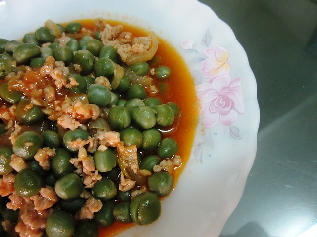 Fried peas with minced meat