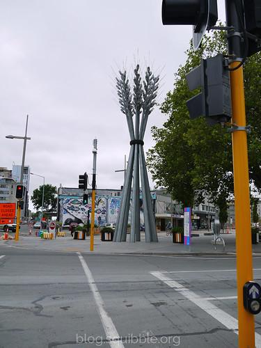 squibble_visits_Christchurch_wheatsculpture
