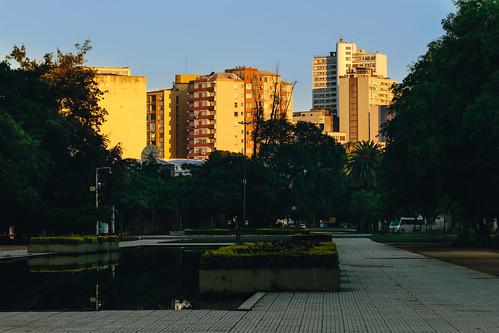 city brazil arquitetura architecture sunrise canon eos cityscape streetphotography portoalegre redenção parquefarroupilha geotag riograndedosul nascerdosol 6d urbanscene fotografiaderua cenaurbana canonef135f2l