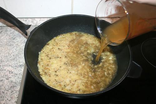 30 - Hühnerbrühe hinzufügen / Add chicken stock