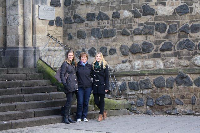 Auntie & nieces reunited in Bonn, Germany