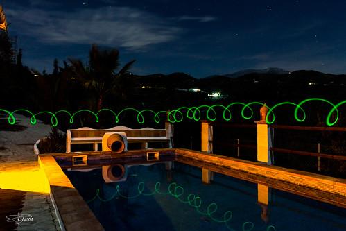 Juegos de luces en la piscina