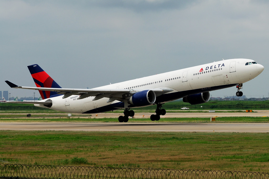 N806NW - A333 - Delta Air Lines