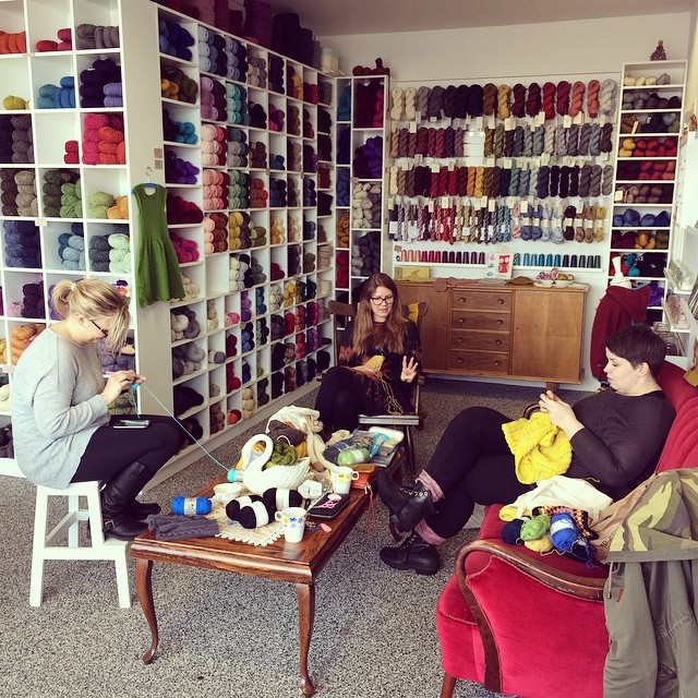 My #bedinburghyarnfest at Litla Prjónabúðin with knitting friends on a stormy Saturday in #iceland
