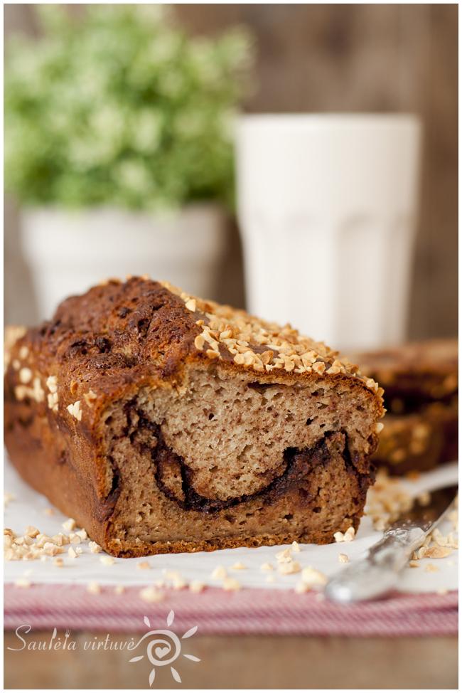 Bananų duona su žemės riešutų sviesto ir šokolado sluoksneliu (1)