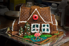 gingerbread house, baked goods, food, icing,